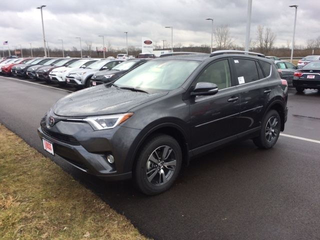 new 2017 toyota rav4 xle 4d sport utility in dayton t8406 voss toyota. Black Bedroom Furniture Sets. Home Design Ideas